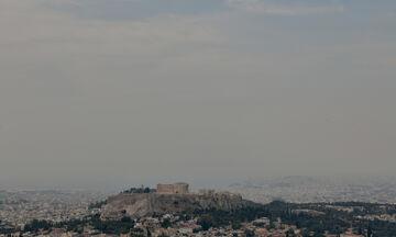 Φωτιά στον Σχίνο: Πυκνός καπνός στο Λεκανοπέδιο, αποπνικτική ατμόσφαιρα και στάχτη στα μπαλκόνια!