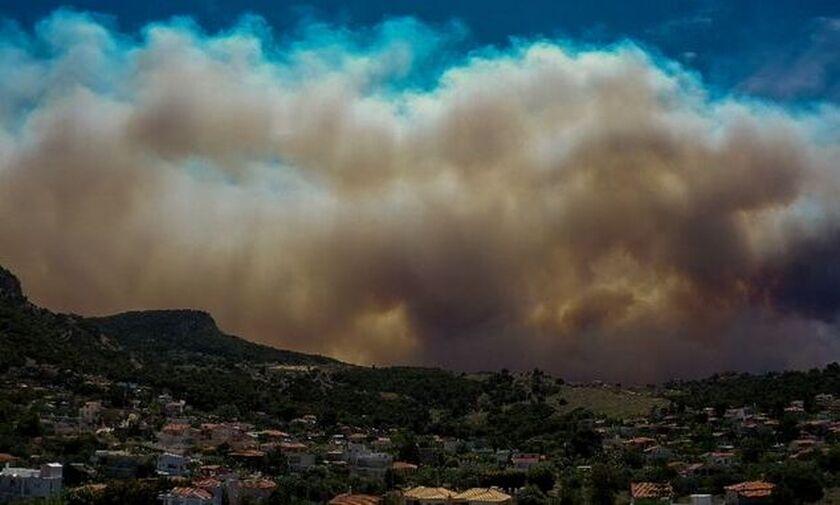 Φωτιά στα Γεράνεια Όρη: Άνιση μάχη λόγω των θυελλωδών ανέμων - Αγωνία για Μέγαρα και Αλεποχώρι