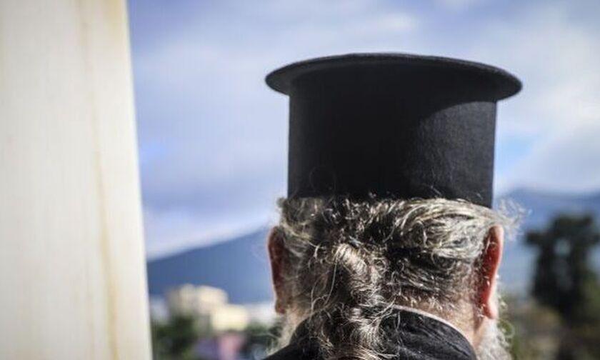 Βόλος: Ιερέας σκότωσε και πέταξε στα σπουπίδια μια γάτα - Νοσηλεύεται φρουρούμενος