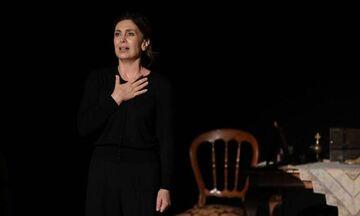 «Η πόρνη από πάνω», με την Κατερίνα Διδασκάλου, σε καλοκαιρινή περιοδεία