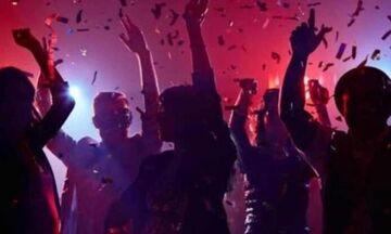 Αλβανία: Κορονοπάρτι με 10 χιλιάδες άτομα
