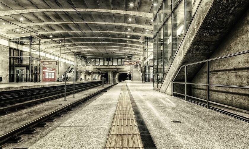 Μετρό και επεκτάσεις: Γραμμή-2 σε Παλατιανή-Ίλιον-Άγιο Νικόλαο, Γραμμή-4 στην Πετρούπολη