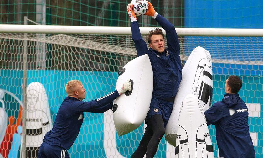Euro 2020: Η προπόνηση τερματοφυλάκων της Ρωσίας μοιάζει με μαξιλαροπόλεμο (pics)