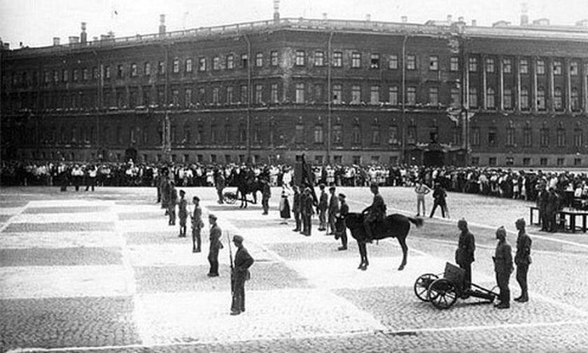 Το ανθρώπινο σκάκι στην ΕΣΣΔ, όπου τα πιόνια ήταν άνδρες και γυναίκες του Ερυθρού Στρατού & Ναυτικού