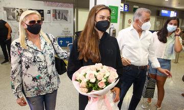 Υποδοχή με λουλούδια στην επιστροφή της Σάκκαρη! (vid)
