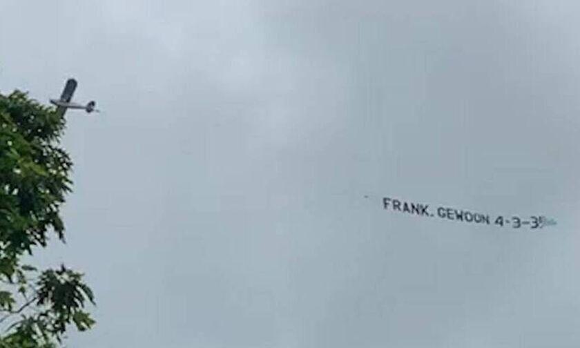Εuro: Μήνυμα, Ολλανδών φιλάθλων, από...αέρος προς Φρανκ Ντε Μπουρ, «Μόνο το 4-3-3 υπάρχει!»