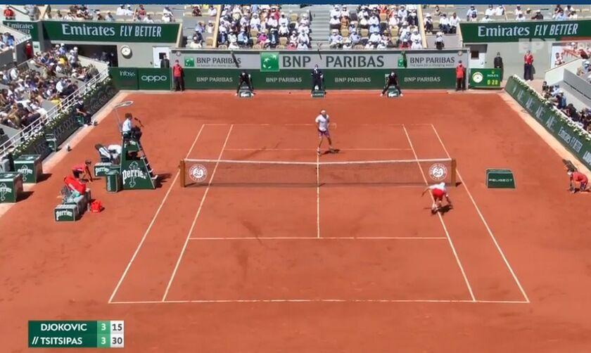 Roland Garros: Ο Τσιτσιπάς... έριξε στο έδαφος τον Τζόκοβιτς (vid)