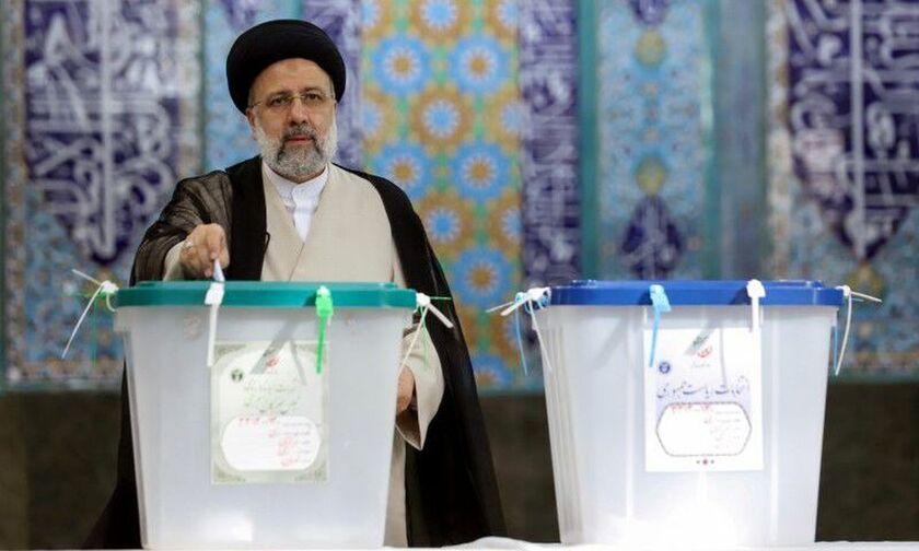 Νέος πρόεδρος του Ιράν από τον πρώτο γύρο ο Εμπραχίμ Ραϊσί
