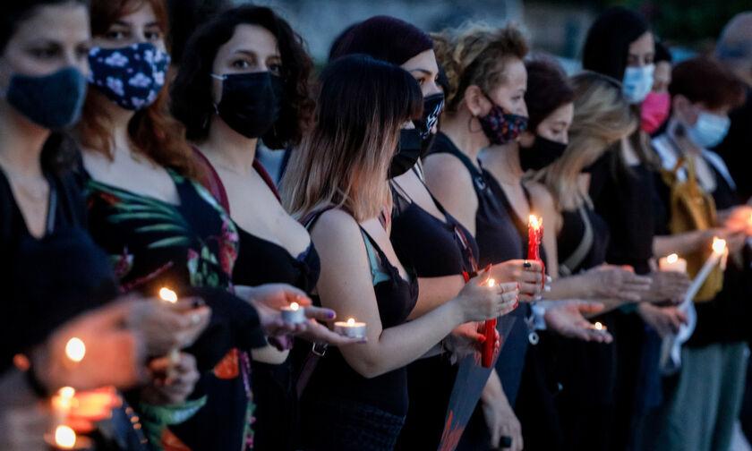 Γλυκά Νερά: Συγκέντρωση γυναικών στο Σύνταγμα για την Καρολάιν (vid)