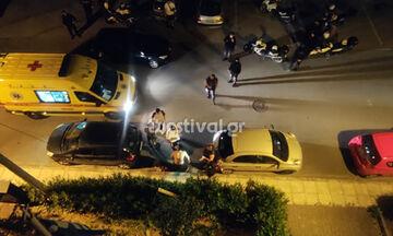 Θεσσαλονίκη: Οπαδικό επεισόδιο τα μεσάνυχτα στη Νέα Ευκαρπία – Έκαψαν 19χρονο με πυρσό (pics)