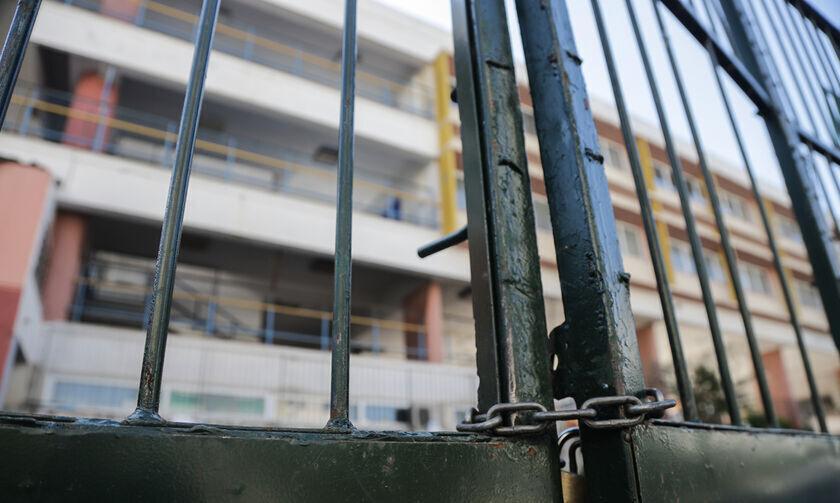 Κλειστά σχολεία λόγω καύσωνα: Ανακοινώσεις για Πειραιά, Χαλκίδα, Λάρισα, Άργος και άλλους Δήμους