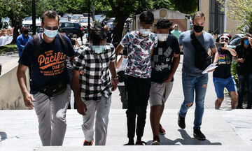 Ποινική δίωξη σε τέσσερις άνδρες για τον βιασμό 25χρονης στον Άγιο Παντελεήμονα