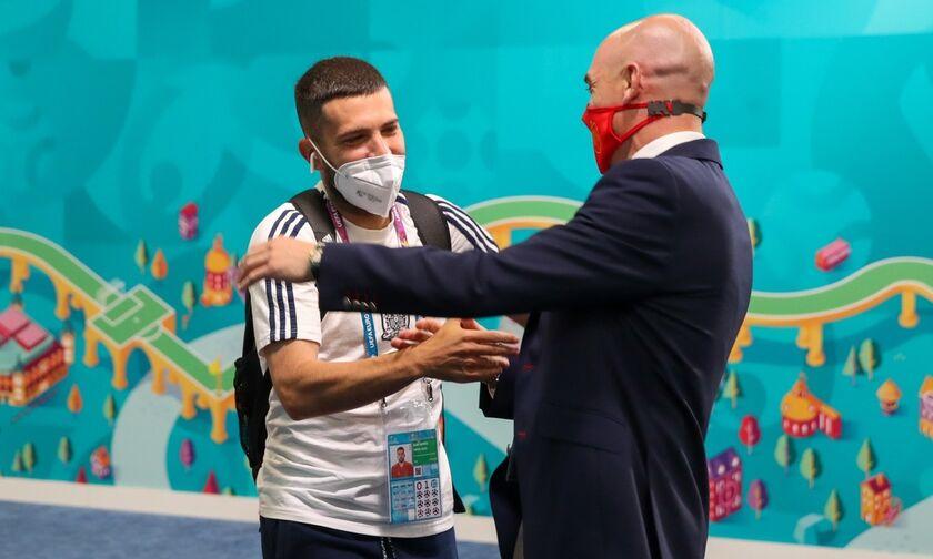 Iσπανία: Τίμησε τον Άλμπα για τη συμπλήρωση 75 αγώνων (vid)