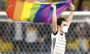 UEFA: «No politica» με δύο μέτρα και δύο σταθμά…