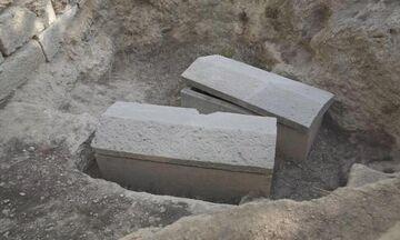 Σοφοκλής: Είναι ο τάφος του στη Βαρυμπόμπη; Τον βρήκαν οι κόρες της Φρειδρίκης (vid)