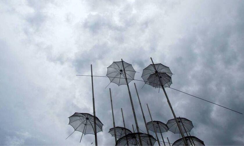 Καιρός: Γενικά αίθριος με πρόσκαιρες νεφώσεις, τοπικές βροχές και σποραδικές καταιγίδες