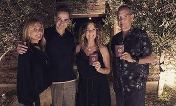 Μητσοτάκης, Μπέζος, Χάνκς, προσκεκλημένοι μεγαλοεπιχειρηματία του Χόλιγουντ στην Αντίπαρο