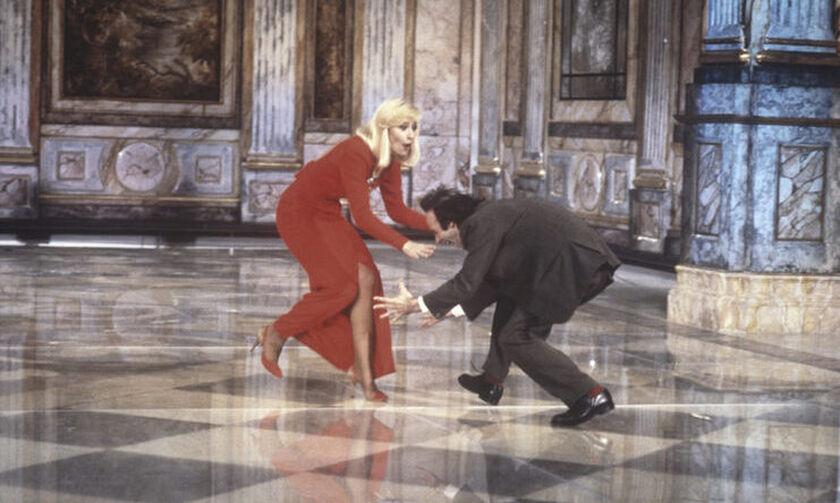 Ραφαέλα Καρά: Η καταδίκη από το Βατικανό, ο έρωτας με τον Σινάτρα και το συρτάκι με τον Ντέμη Ρούσσο