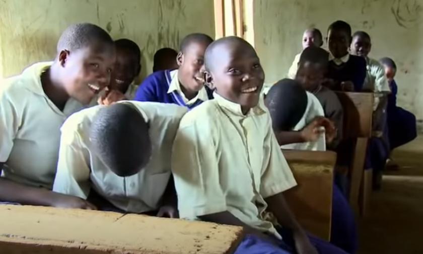Η επιδημία γέλιου στην Τανζανία, που «μεταδόθηκε» σε μαθητές και ανάγκασε 14 σχολεία να κλείσουν