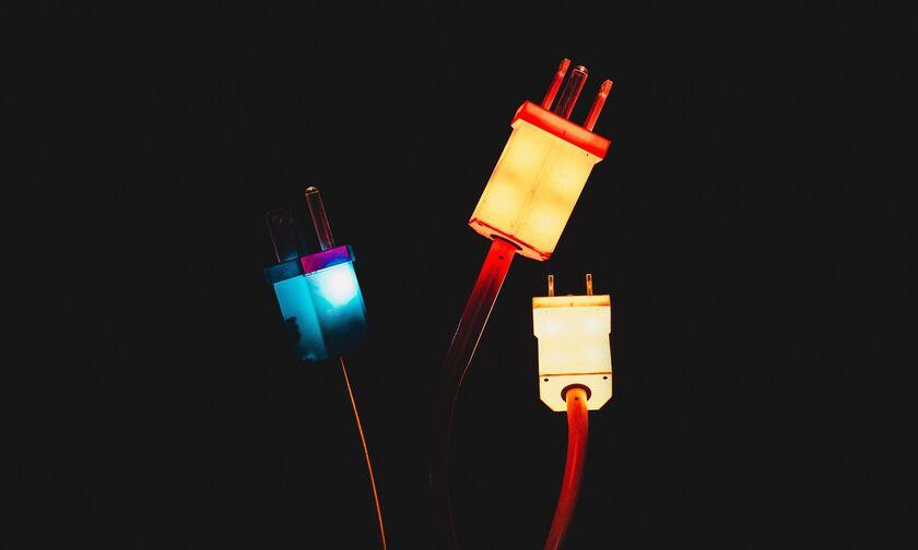 ΔΕΔΔΗΕ: Διακοπή ρεύματος σε Αίγινα, Γλυφάδα, Αθήνα, Δάφνη, Πειραιά, Μαραθώνα, Πετρούπολη
