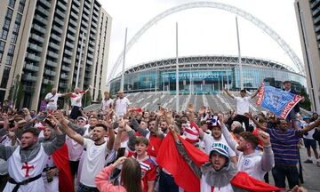 Euro 2020: Απετράπη εισβολή Άγγλων φιλάθλων στο «Γουέμπλεϊ» (vid)