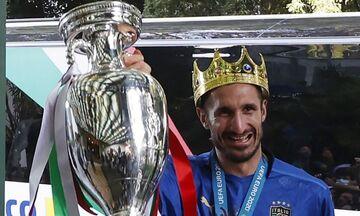 Euro 2020: Στη Ρώμη, με την κούπα, η αποστολή της πρωταθλήτριας Ιταλίας, με στέμμα ο Κιελίνι!