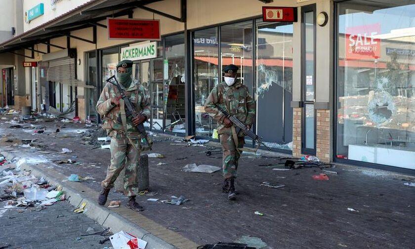 Νότια Αφρική: Μητέρα έριξε από φλεγόμενο κτήριο τη 2χρονη κόρη της (vid)