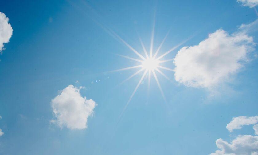 Καιρός: Αίθριος με πρόσκαιρες νεφώσεις και θερμοκρασία μέχρι 38 βαθμούς!