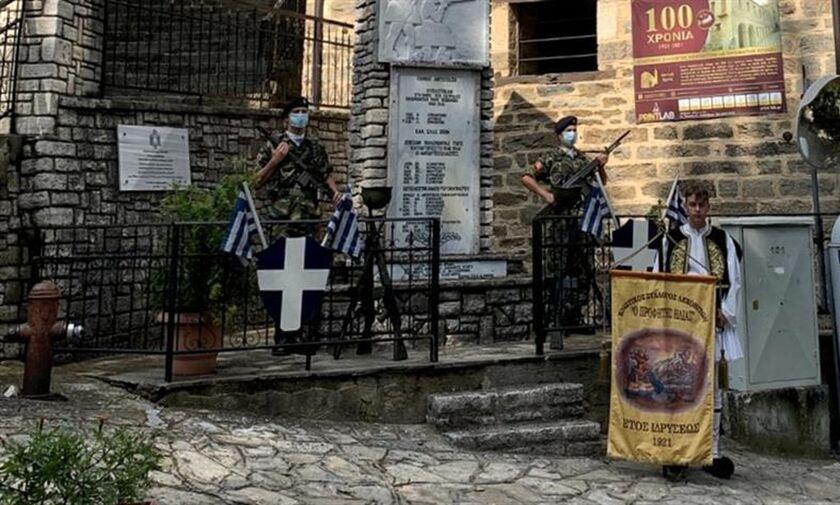 Ένας 16χρονος, ντυμένος εύζωνας, έπεσε, λόγω λιποθυμίας, πάνω σε ξιφολόγχη, στη Φλώρινα!