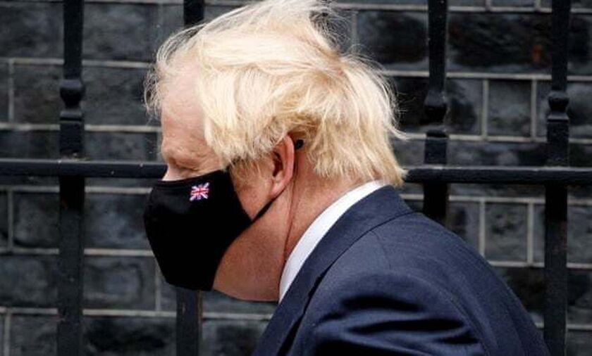 Βρετανία: «Ο Τζόνσον δεν ήθελε να επιβάλει lockdown, καθώς πίστευε ότι πέθαιναν μόνο ηλικιωμένοι»
