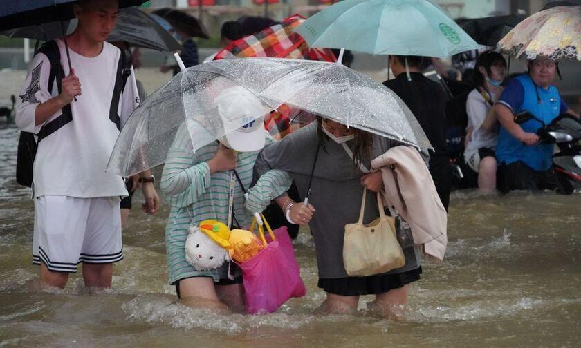Κίνα: Χιλιάδες άνθρωποι απομακρύνθηκαν από τις εστίες τους λόγω πλημμυρών - Τουλάχιστον 12 νεκροί