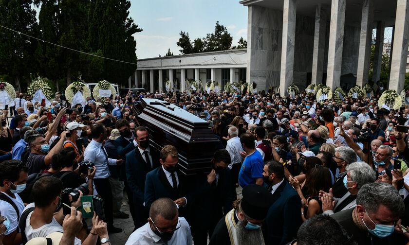 Κηδεία Τόλη Βοσκόπουλου: Τον αποχαιρέτησαν με τα τραγούδια του! (pics, vids)