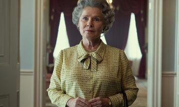 The Crown: Η πρώτη φωτογραφία της Ιμέλντα Στόντον ως Βασίλισσα Ελισάβετ