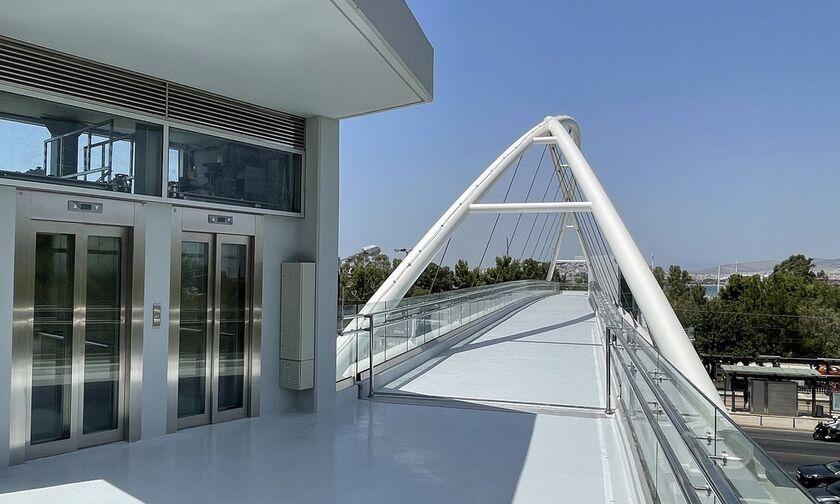 Πεζογέφυρα στο Π. Φάληρο: Έτοιμη να παραδοθεί! (pic)