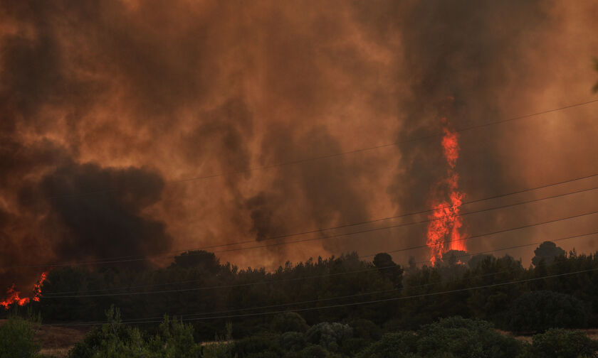 Live streaming η πυρκαγιά στη Βαρυμπόμπη: Εκκενώνεται η περιοχή, εγκλωβισμένοι κάτοικοι (vids)