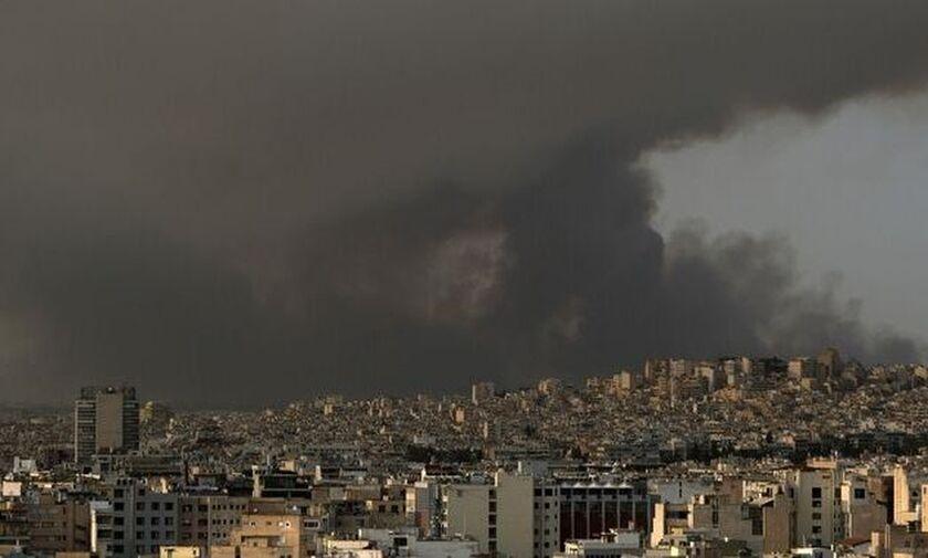 Καιρός: Κορύφωση του καύσωνα σε όλη τη χώρα - «Βαριά» η ατμόσφαιρα με τις πυρκαγιές