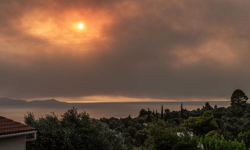 Εύβοια: Ανεξέλεγκτη η φωτιά - Νέο μήνυμα από το 112 για εκκένωση - Τραυματίστηκαν πυροσβέστες