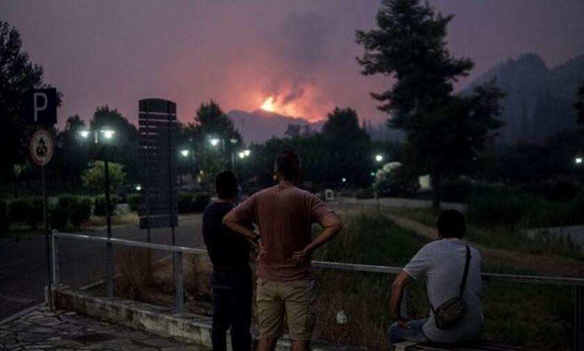 Εφιαλτική η νύχτα σε Αρχαία Ολυμπία, Εύβοια και Μεσσηνία - Μαίνονται οι φωτιές