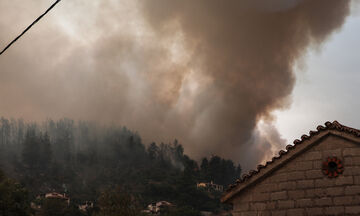 SOS από τους ειδικούς: Οι φωτιές απειλούν την υγεία όλων μας - Σχετίζονται με έμφραγμα, κορoνοϊό