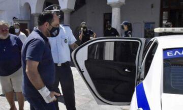 Σύλληψη του Δημάρχου Μυκόνου για κατεδάφιση κατασκευής που έκλεινε την παραλία στο Καλό Λιβάδι!
