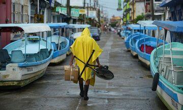 Το Μεξικό απειλείται ξανά από τον κυκλώνα Γκρέις