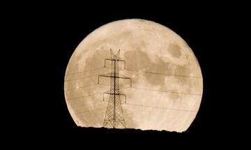 Πανσέληνος Αυγούστου: Εκθαμβωτικό το ολόγιομο φεγγάρι (pics)