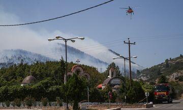 Βίλια - Πυρκαγιά: Έκλεισε η Παλαιά Εθνική - Εκκενώνονται οικισμοί - Άνεμοι 8 μποφόρ