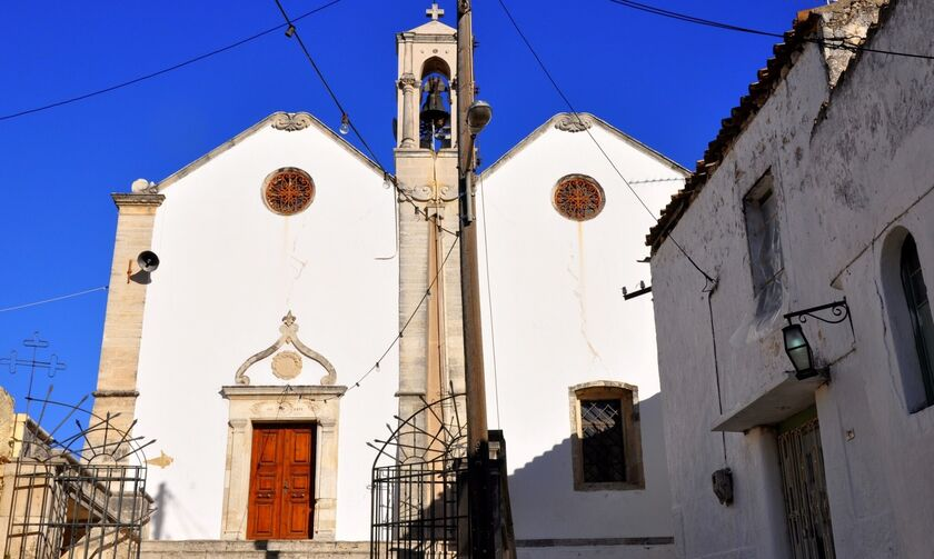 Κρήτη: Για πρώτη φορά εμβολιασμός κατά της πανδημίας σε Ιερό Ναό στις Αρχάνες