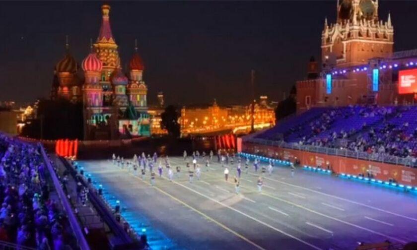 Στην Κόκκινη Πλατεία της Μόσχας τίμησαν τον Μίκη Θεοδωράκη (vid)
