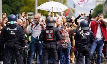 Γερμανία: Δεκάδες χιλιάδες διαδήλωσαν εναντίον των πολιτικών της άκρας δεξιάς