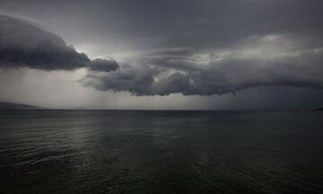 Καιρός: Βροχές, πτώση της θερμοκρασίας και ισχυροί άνεμοι (vid)