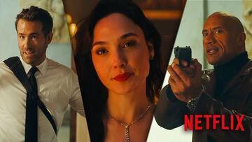 """Νetflix-Red Notice: Η Gal Gadot πετσοκόβει τους Ryan Reynolds και """"The Rock"""" στο πρώτο trailer"""