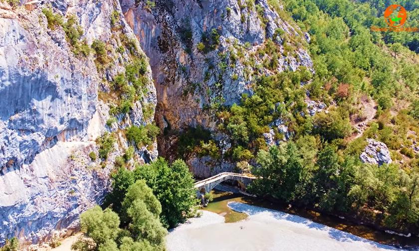 Γρεβενά: Οι «συμπληγάδες» και το γεφύρι των 280 ετών (vid)