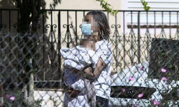 Γλυκά Νερά: Η μητέρα του συζυγοκτόνου «σπάει» τη σιωπή της – Τι λέει για την μικρή Λυδία (vid)